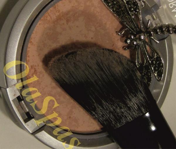 Превращение в красавицу с помощью скошенной кисти из таклона E.L.F. Cosmetics