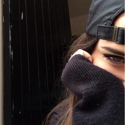 девушка в бонданке каре брюнетка фото
