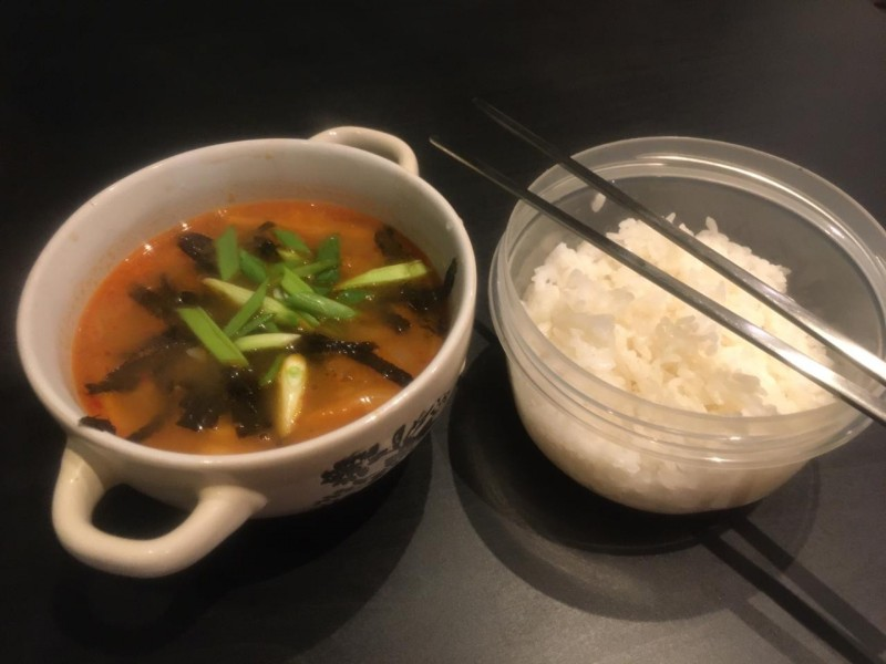 Готовое блюдо ким-чи тиге с тунцом