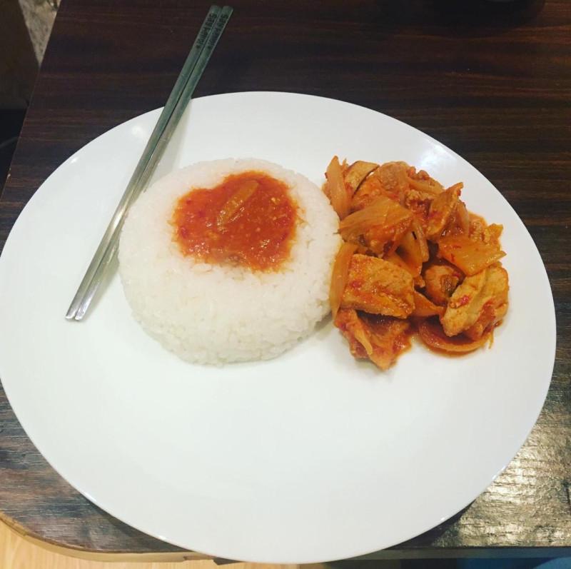 Готовое блюдо «жаренная свинина с ким-чи»