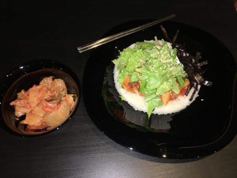 Готовое блюдо «Рис с острым, обжаренным кальмаром»