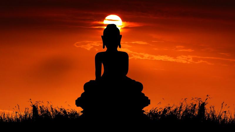 Статуя Будды на закате. Источник: pixabay.com