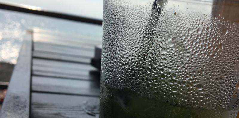 Стакан мохито на берегу Чёрного моря