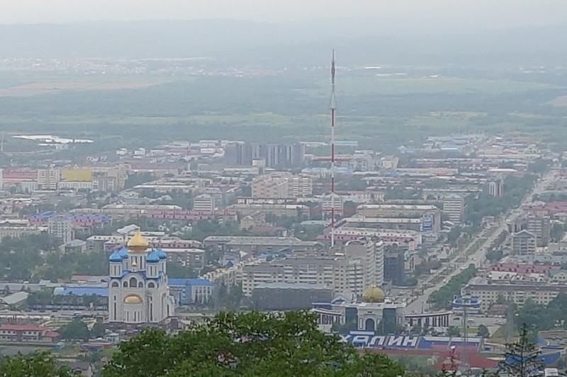 Южно-Сахалинск. Вид со смотровой площадки Горного Воздуха. Источник WikiPedia