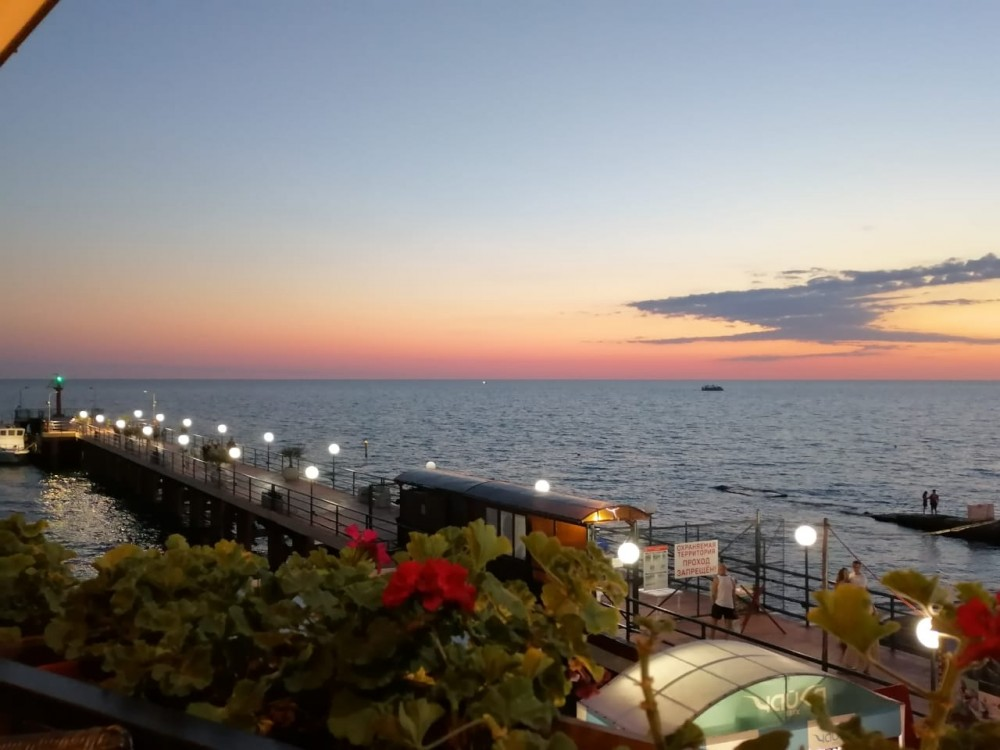 Адлер. Вид с балкона пивного дома «Фрау Марта»