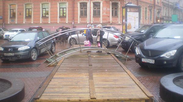 Пешеходная зона в блокаде автомобилей