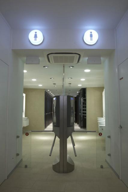 Турникет в платном туалете