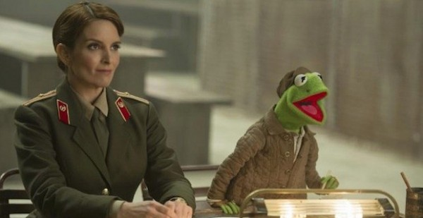 Tina-Fey-Kermit-Muppets-Most-Wanted