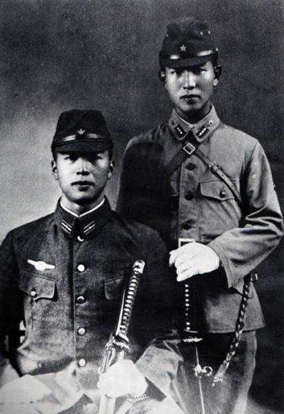 Hiroo_and_shigeo_onoda_1944