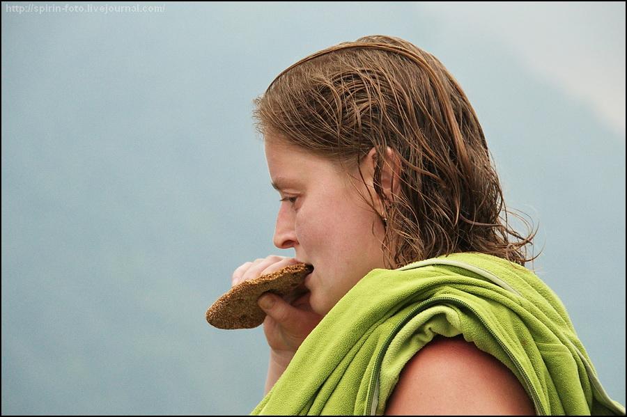 _DSC0601 маша ест хлеб