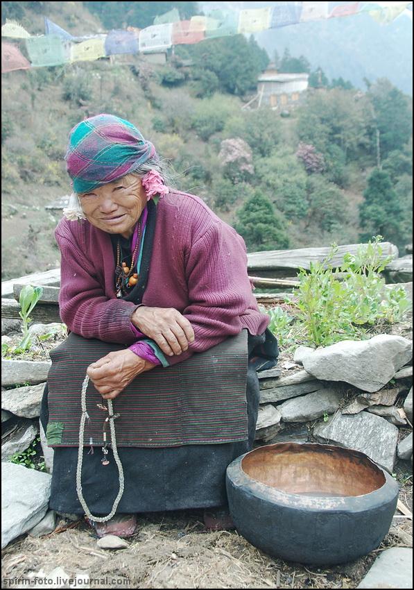 _DSC7183 бабушка с цветами