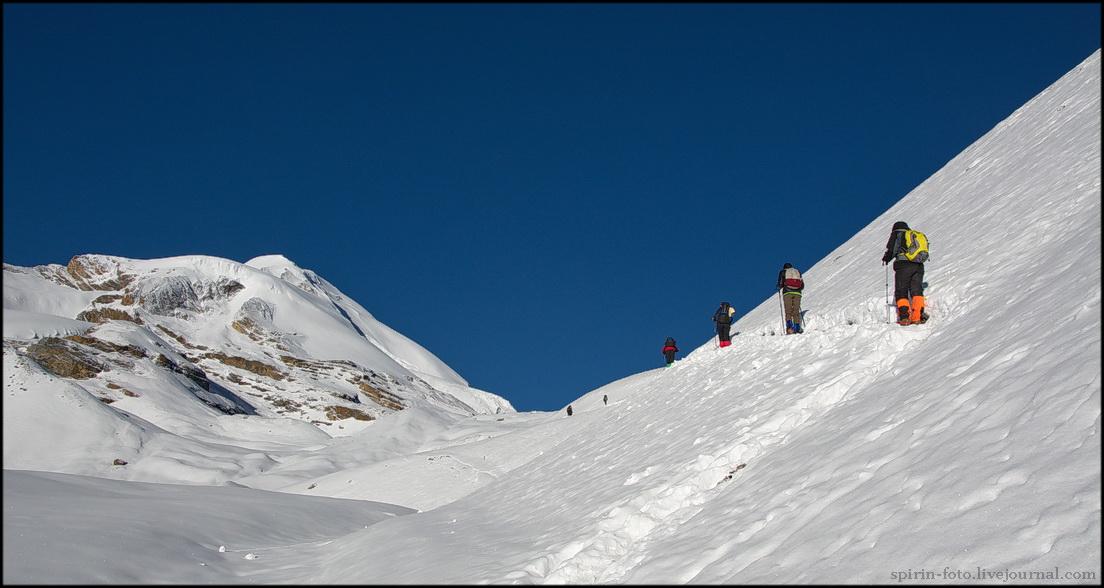DSC_1169 уходящие на перевал днем