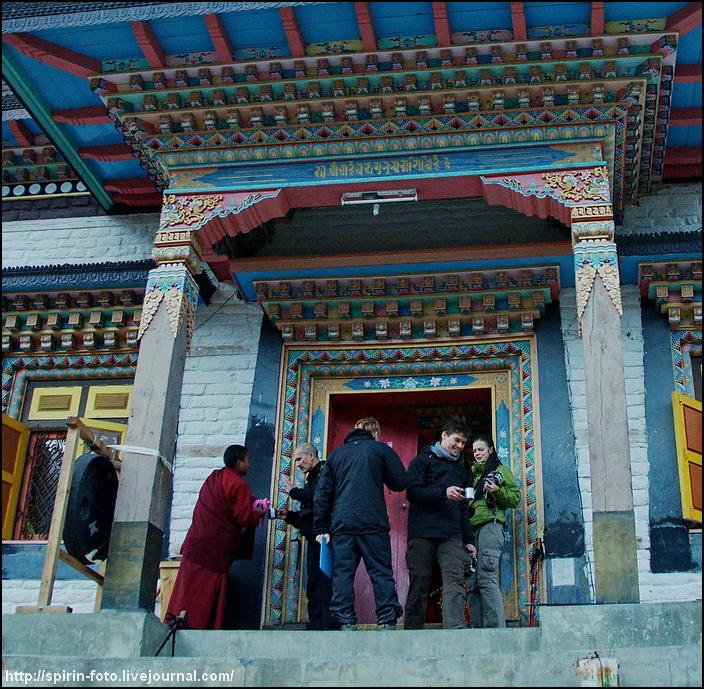 _DSC7690 чай с монахами в писанге