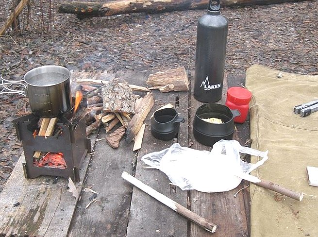 7 запекание хлеба на палочке при выходе в лес