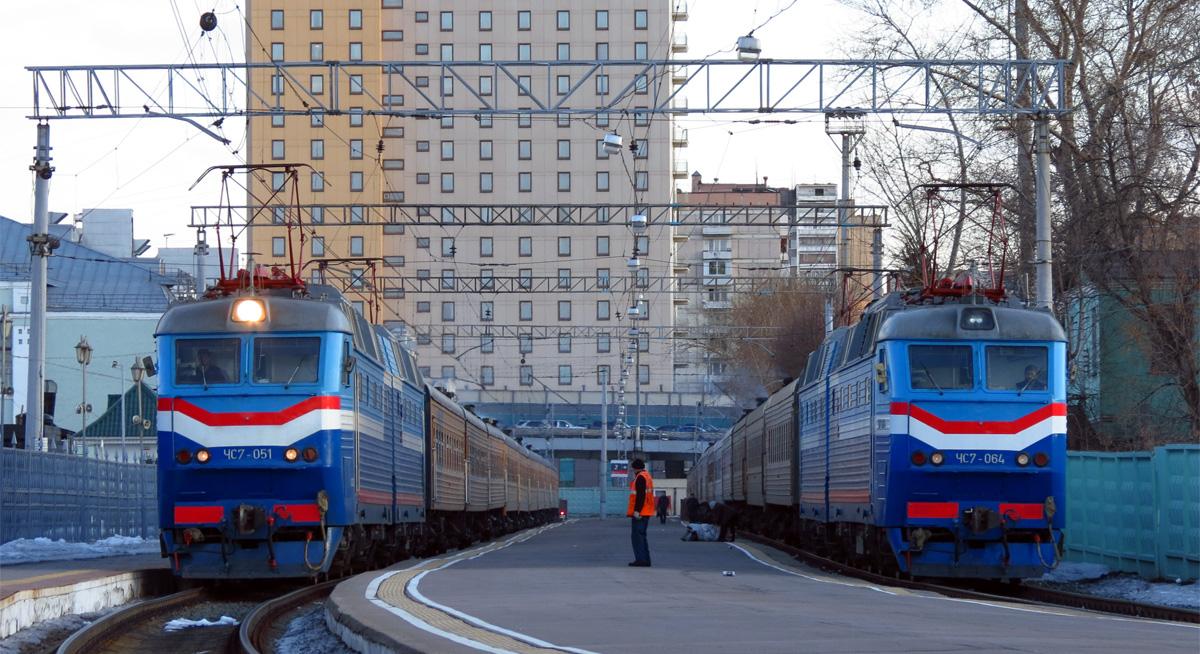 Выебали прям поезд москва рига член окне порно