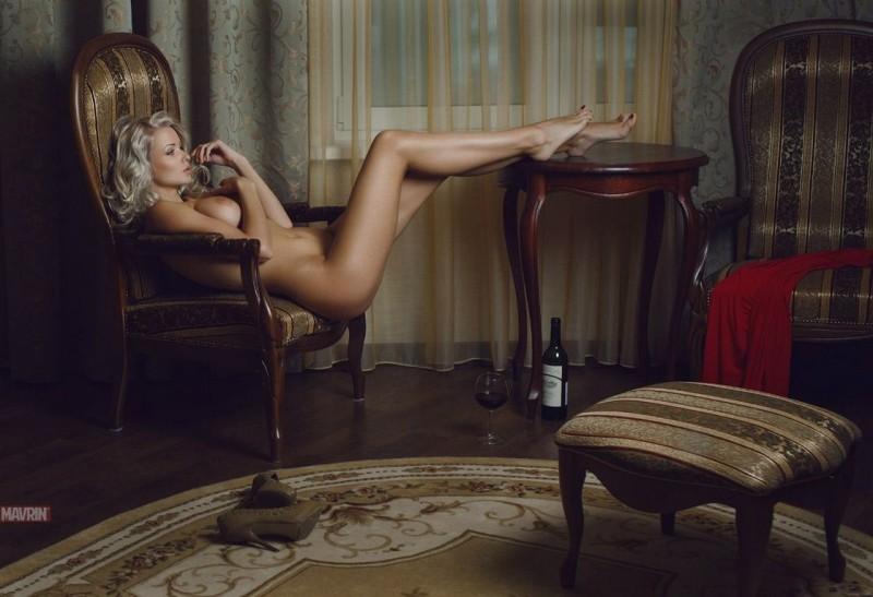 девушки в кресле голые вконтакте фото