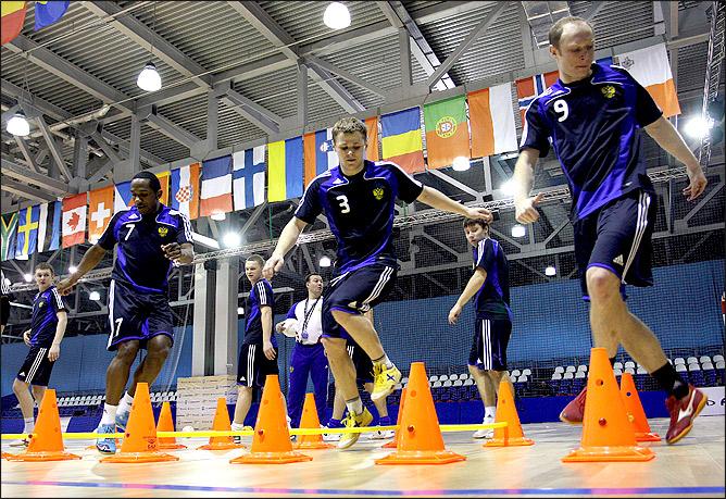 Фоторепортаж с тренировки сборной России по мини-футболу.