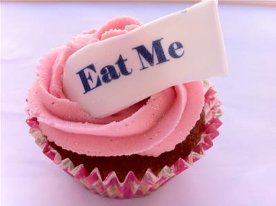 happy-birthday-eat-me-cupcake