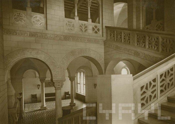 Замковая лестница