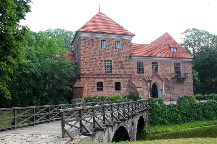 Замок в Опоруве_1