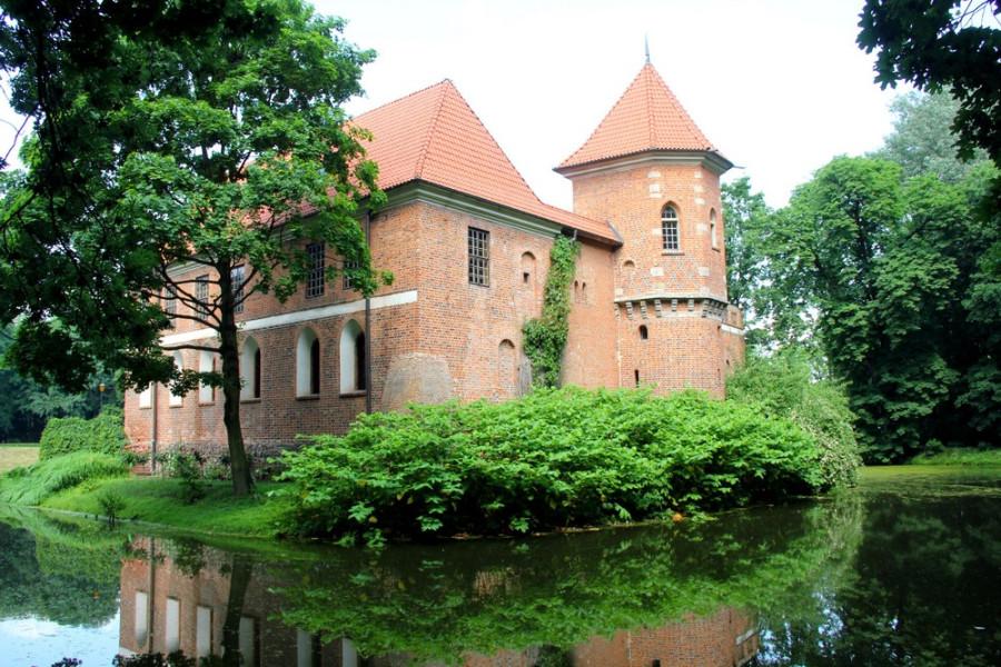 Замок в Опоруве_3