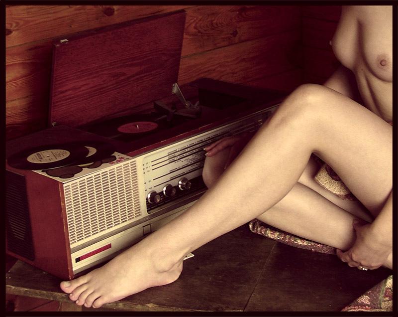 девушки голые поют фото