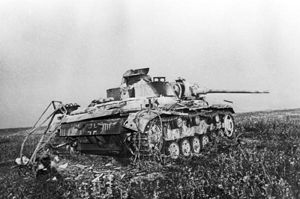 Подбитый под Прохоровкой фашистский танк