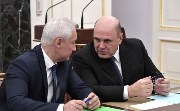 Председатель Правительства Михаил Мишустин (справа) и Первый заместитель Председателя Правительства Андрей Белоусов на совещании с членами Правительства