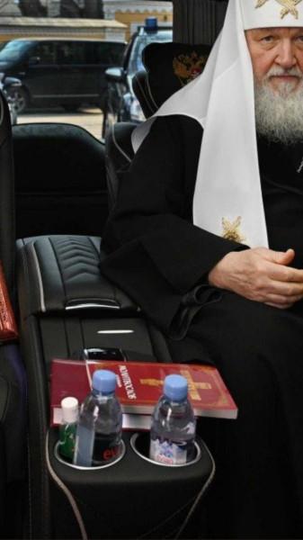 """Французская """"Эвиан"""" - святая вода патриарха Кирилла. Русской водичкой он брезгует"""