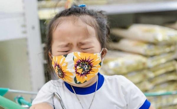Маски вредны для детей: две трети родителей сообщили о возникновении серьёзных проблем