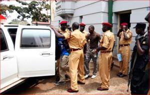 Полиция Уганды изловила группу гомосеков