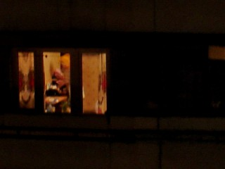 Подглядывание ночью из окна видео голову пизду