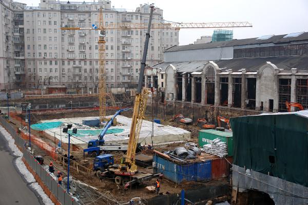 Реконструкция Городской трамвайной электростанции. Вид на стройплощадку с Патриаршего моста
