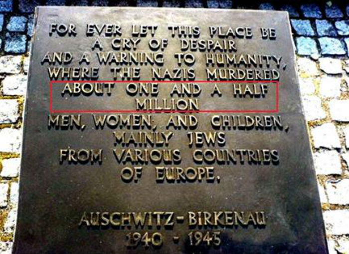 Обновлённая памятная табличка в концентрационном лагере