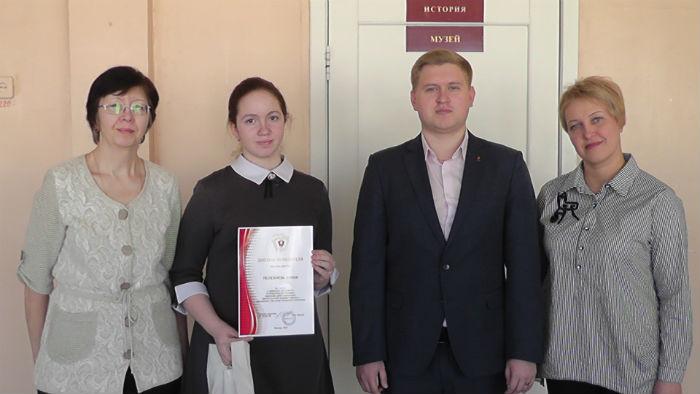 Победитель конкурса Алина Полежаева со своими педагогами