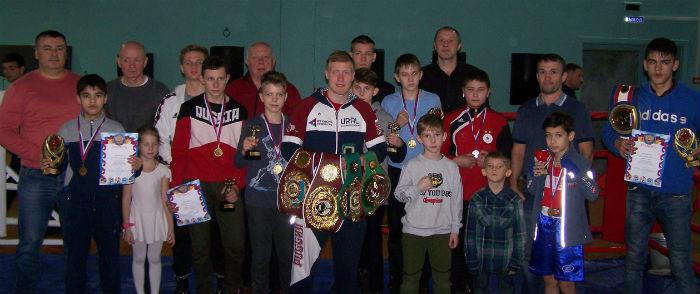 Юные бойцы нашего города с боксёром-профессионалом Марком Урвановым