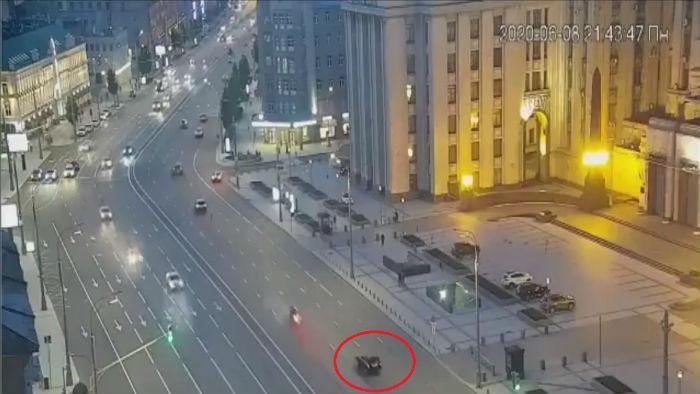 Наполовину исчезает автомобиль Михаила Ефремова
