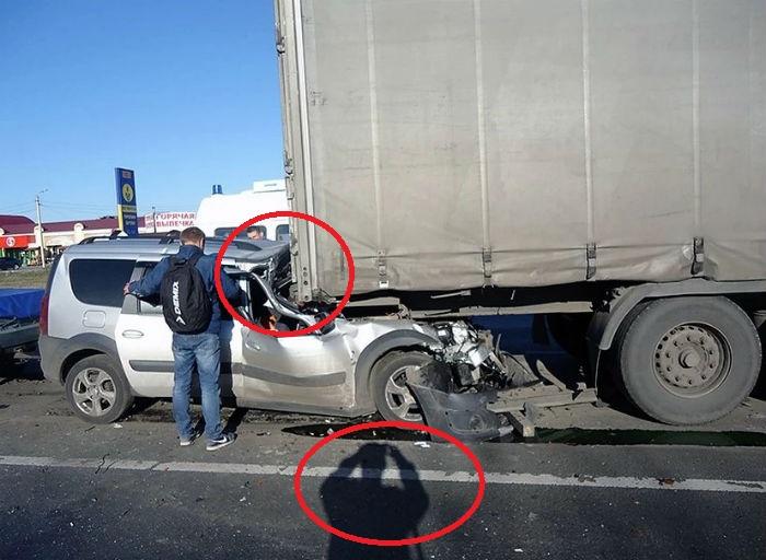 Лада влетела под грузовик
