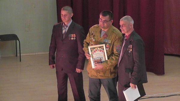 Награждение Э. А. Кузьмина