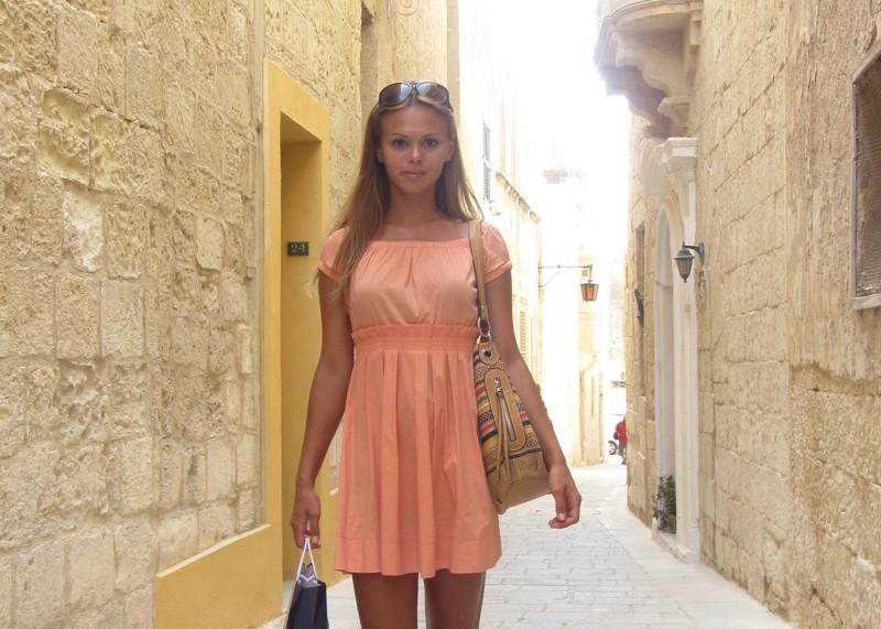 Частное фото девушек в платьях