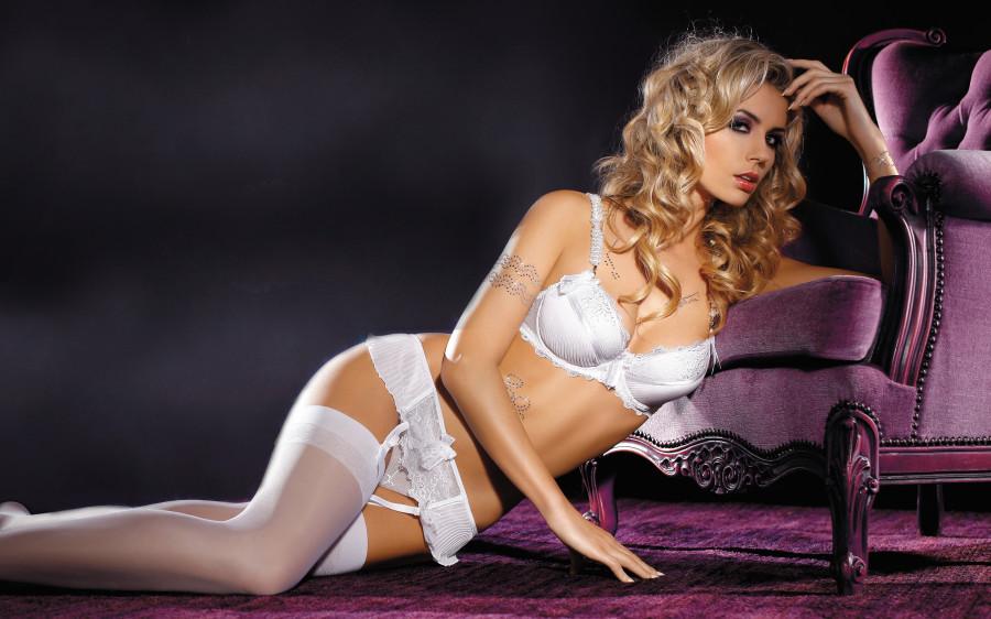 shikarnie-foto-blondi-v-nizhnem-bele
