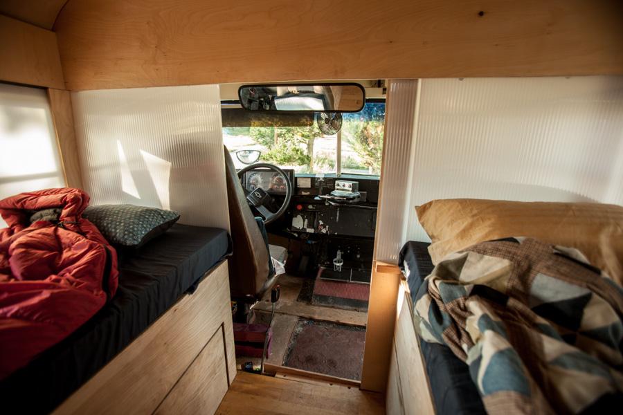 Дом на колёсах из автобуса своими руками