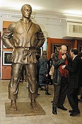 Статуя Путин в кимоно