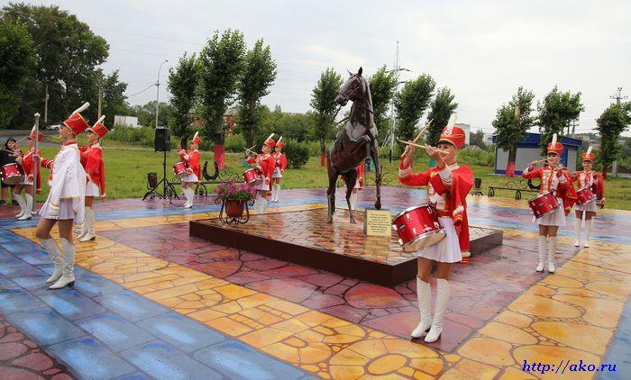 памятник коню 2