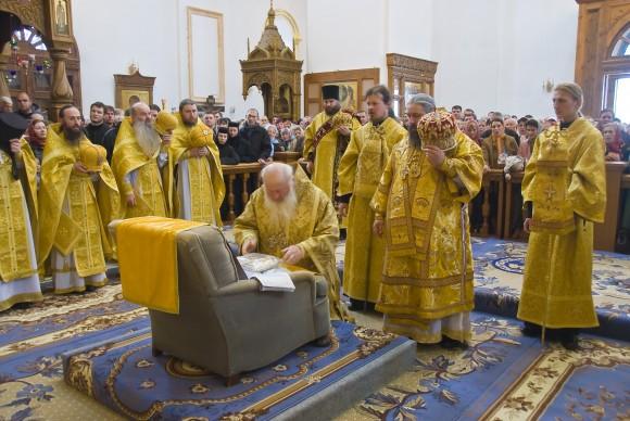 Православные обожествили... кресло