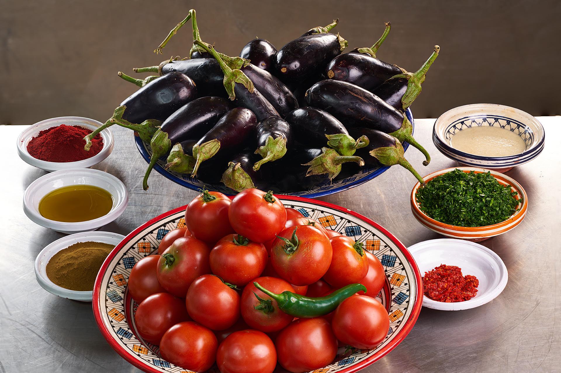 Салат-из-помидор-и-баклажан-ингредиенты.jpg