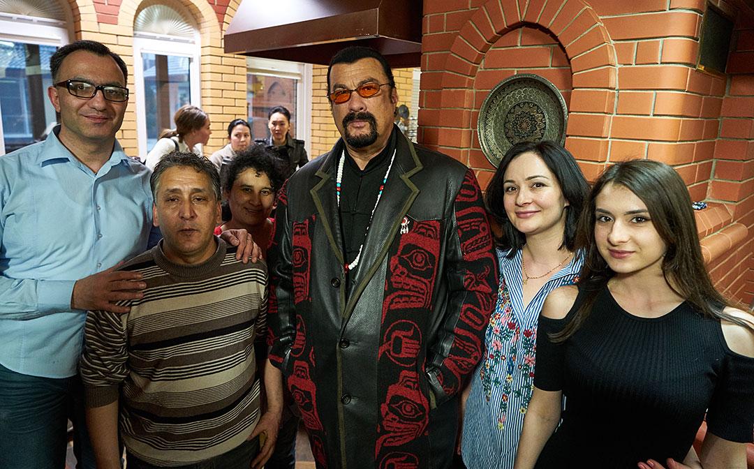 http://ic.pics.livejournal.com/stalic/2762948/4261983/4261983_original.jpg