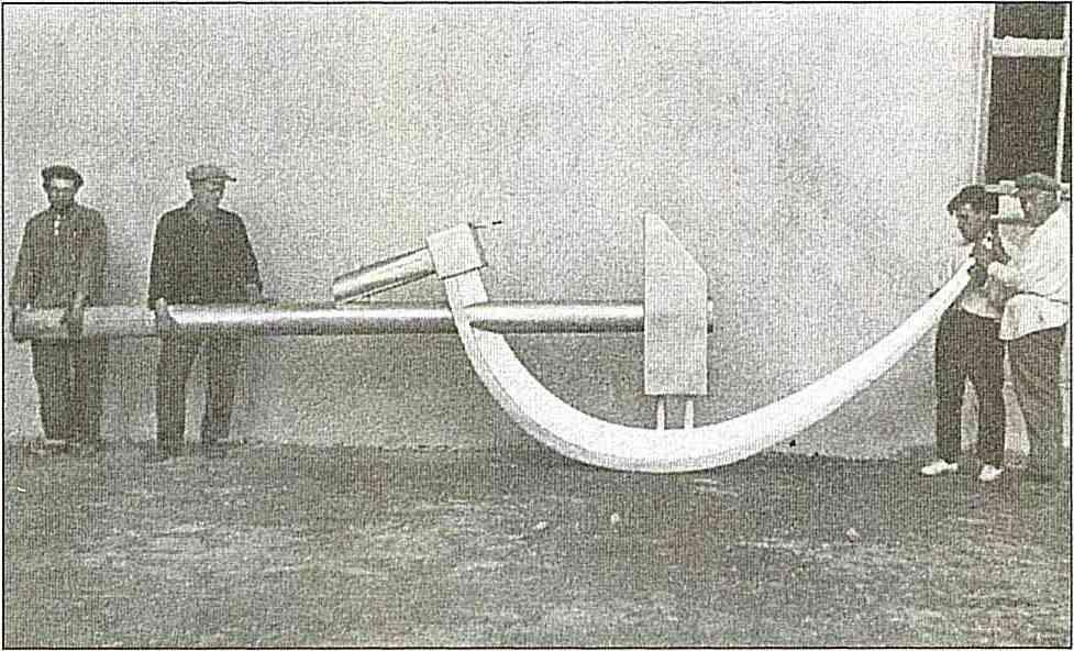 Серп и молот, которые должны были быть установлены на павильоне «Механизация»