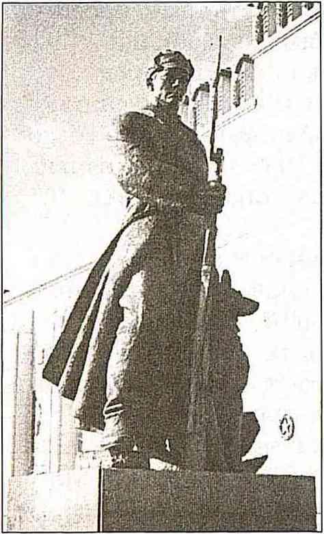 Скульптура «Пограничник» на ВСХВ