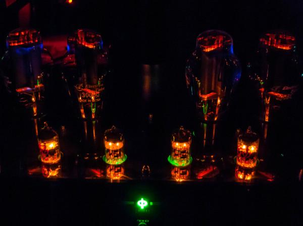 ochen-teply-j-lampovy-j-zvuk-v-bezlunnuyu-noch-Nikon-D3000-31mm-F4.2-30s-ISO200-Lightroom-full-HD